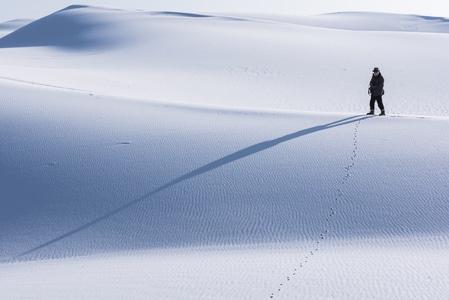 你好2020-内蒙古乌海市-乌兰布和-沙漠-滑雪 图片素材